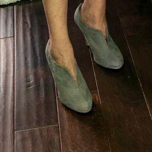 Kohl's Apt 9 grey suede bootie heels size 7 1/2